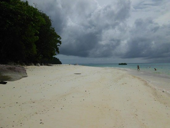 Ko Rok Nok: Strand mit Gewitterstimmung