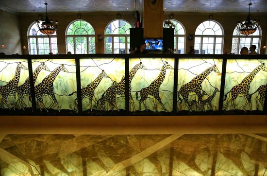 Safari Room Fresh Grill and Bar: Just some of the decor