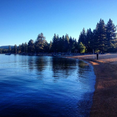 Big Pines Mountain House of Tahoe: Private Beach 4 blocks away