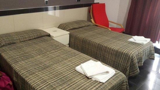 Hostal Levante: Chambre d'hôtel