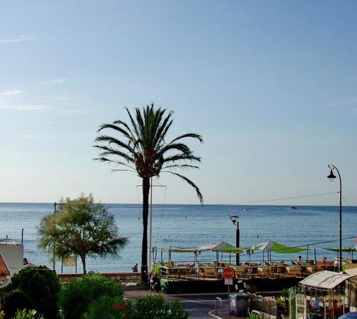 Hotel Reine d'Azur: Vista mare dalla camera