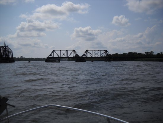 Capt. Gill's River Cruises: Swing Bridge.