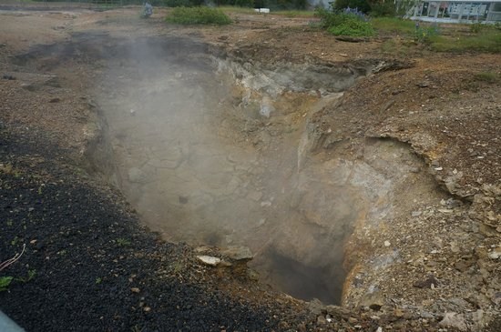 "Geothermal Park,Klambragil,new hot spring area: ""marmite de boue"" vide !!!"