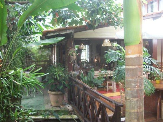 Pousada Riacho dos Cambucas : jardín y desayunador