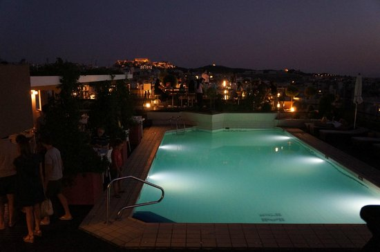 Novotel Athenes: Rooftop bar / pool / restaurant. Check out that view!
