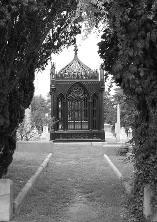 Hollywood Cemetery: Framed tomb