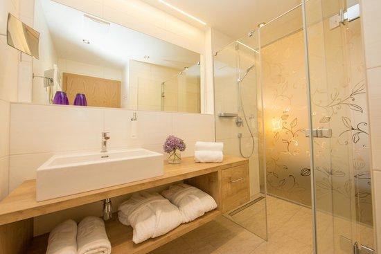 "Hotel Stadt Wien: Bathroom Juniorsuite ""ins Glück"""