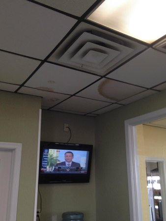 Days Inn Virginia Beach Oceanfront: Part of the ceiling in the breakfast area - appetizing isn't it?