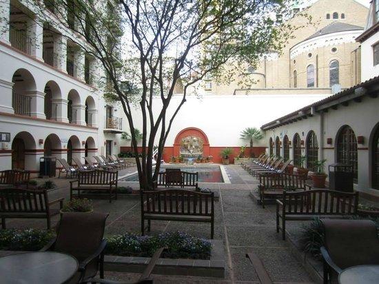Omni La Mansion del Rio: Courtyard