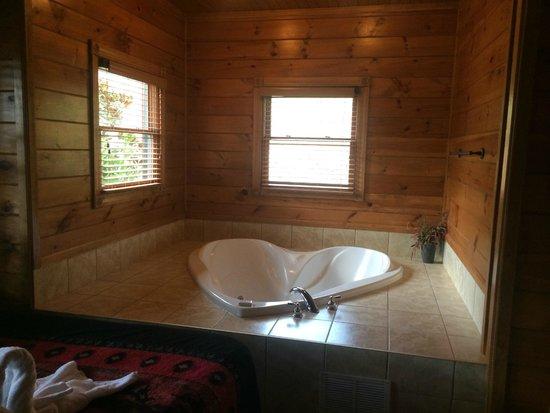 Gatlinburg Falls Resort: MB Tub