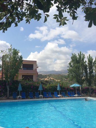 Apollon Hotel Apartments: View if the busy !! Pool  Always a sun bed  available