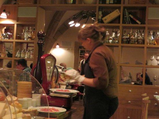 Pasta Fresca : Elle tranche le jambon