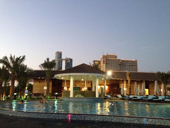 InterContinental Abu Dhabi : New pool at hotel