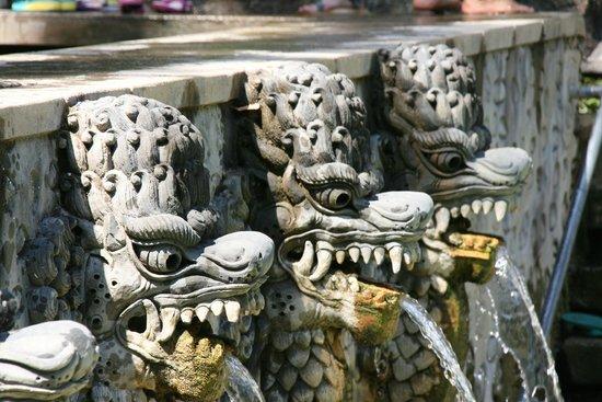 Cleopatra Beach Bungalows: Vlakbij Cleopatra: Banjar Hot springs