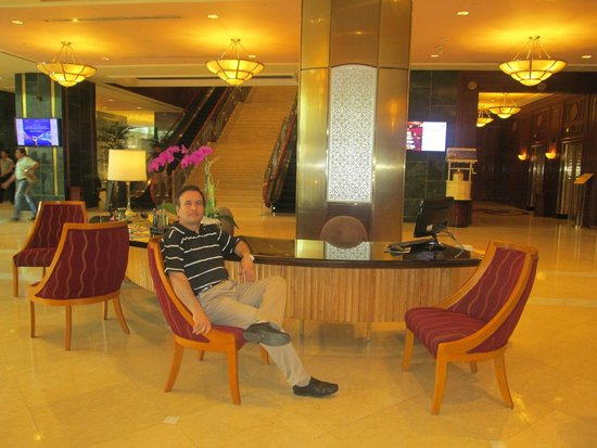 Sheraton Saigon Hotel & Towers: In the lobby where wifi internet at fast speed is free