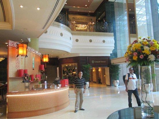 Sheraton Saigon Hotel & Towers: In the lobby