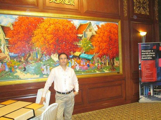 Sheraton Saigon Hotel & Towers: A beautiful painting just out the Saigon Cafe