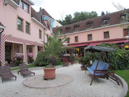 Hoffmeister Apartments: Outdoor Terrace Area