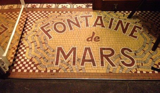 fontaine de mars picture of la fontaine de mars paris tripadvisor. Black Bedroom Furniture Sets. Home Design Ideas