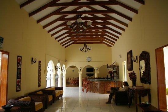 Hotel Agustos Urubamba: Hall d'accueil et bar