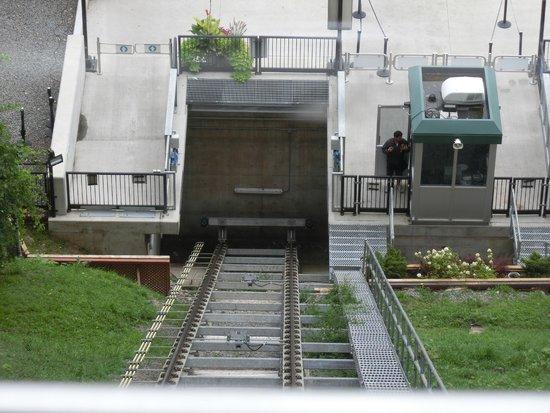 Falls Incline Railway: 見下ろす。ああ絶景かな。怒。