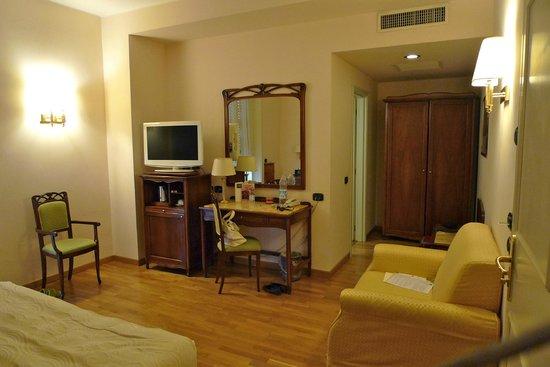 Hotel Continental Genova: номер 4036, довольно просторный