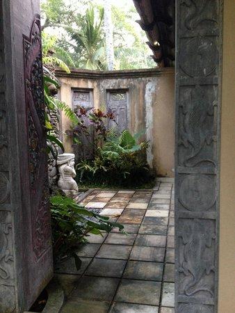 Villa Beji Indah: The bathroom open air