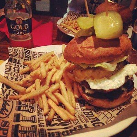 St Christopher's Inn Greenwich: burger