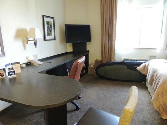 Candlewood Suites Miami Airport West: BANCADA PARA NOTEBOOK OU MESA PARA CAFÉ