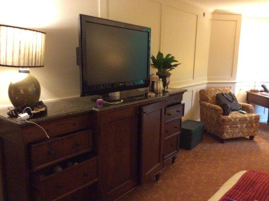 The Houstonian: Plenty of Storage under Flatscreen TV