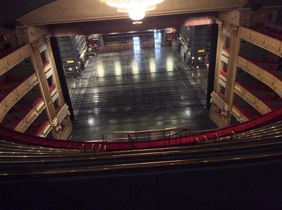Teatro Real : El escenario desde lo más alto de las gradas