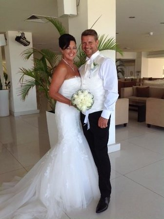 Vrissiana Beach Hotel: Mr and Mrs Cox