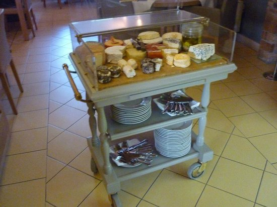 Auberge de Carcarille : Carcarille cheese Trolley