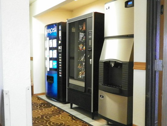 Super 8 Bloomfield: Vending and Ice Machines
