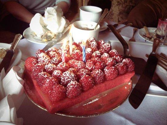 Longueville House Hotel: Birthday cake
