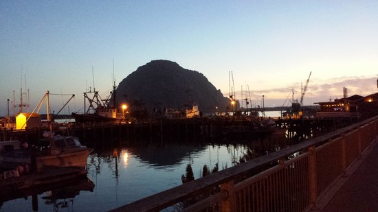 Marina Street Inn Bed and Breakfast: Morro Bay at night