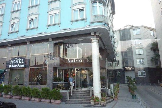 Hotel Bulvar Palas: Entrada hotel