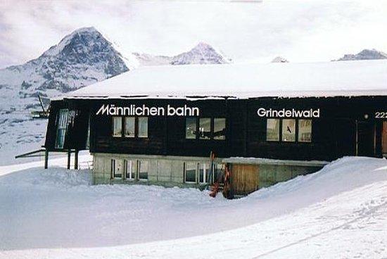 Sunstar Alpine Hotel Wengen : Top of Alpine liftacross from SunstarSunstar