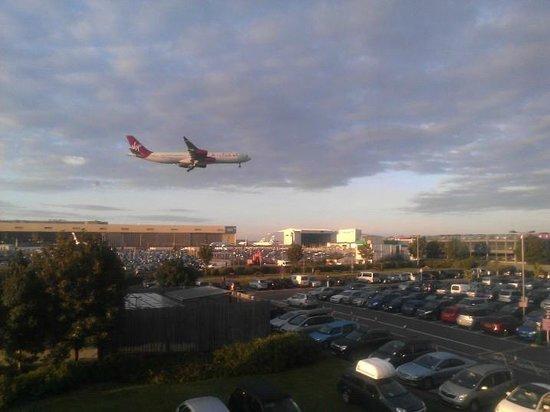 Premier Inn London Heathrow Airport (Bath Road) Hotel: could hardley hear the planes