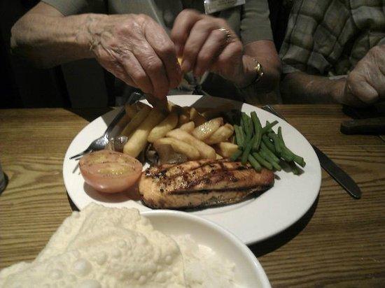 Premier Inn London Heathrow Airport (Bath Road) Hotel: generous portions