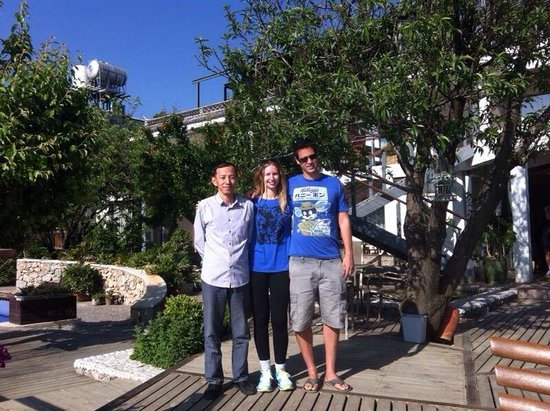 Dali Windoo Resort: In the garden of the hotel, with Frank, the great guy works in the hotel. Very friendly and help