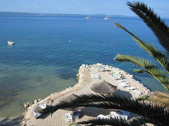 Villa Jerkan: La plage avec les transats