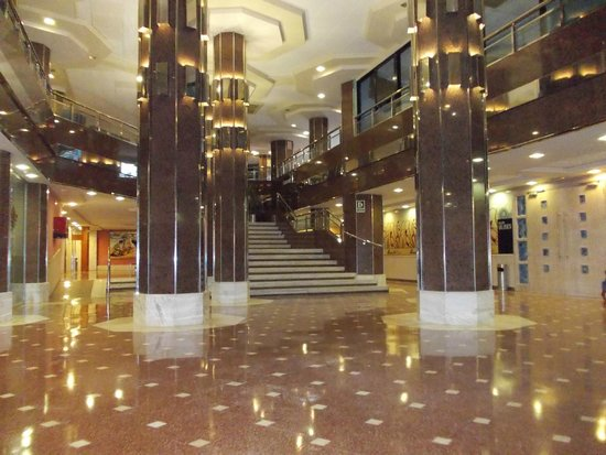 Hotel Marina Resort Benidorm: View of entrance to dining area
