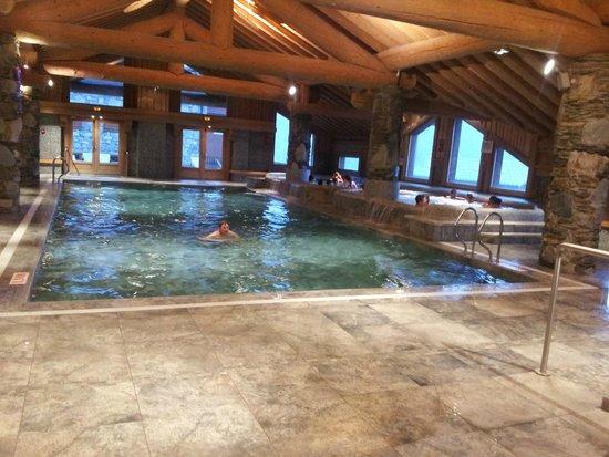 Residence CGH les Cimes Blanches - La Rosiere 1850: piscine et jacuzzi en haut