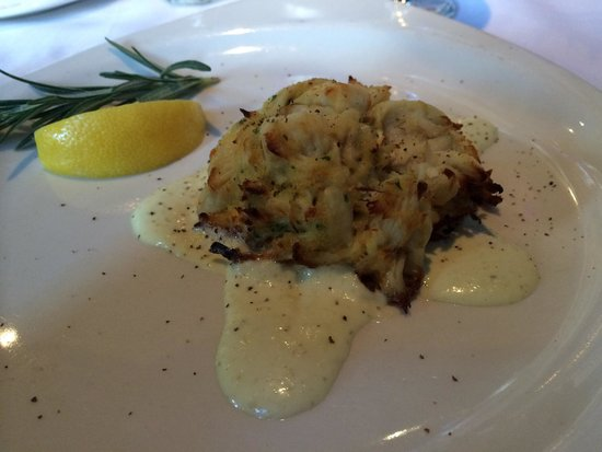 Monterey Bay Fish Grotto: Crab cake appetizer