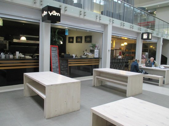 DoubleTree by Hilton Cape Town - Upper Eastside: Independent fast food restaurant on site