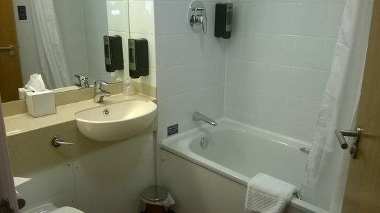 The Wilmslow Lodge: bathroom