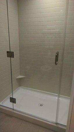 Ayres Hotel Fountain Valley/Huntington Beach: Shower