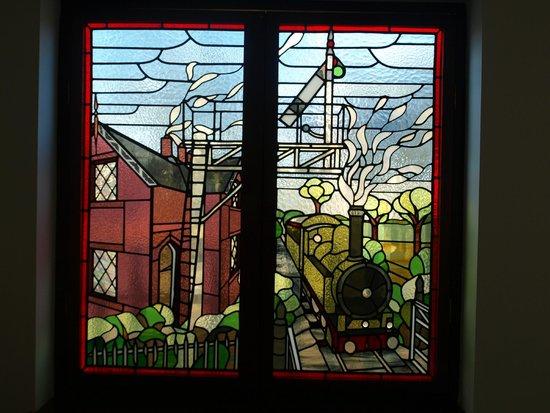 The Old Station: Prachtige glas-in-lood ramen