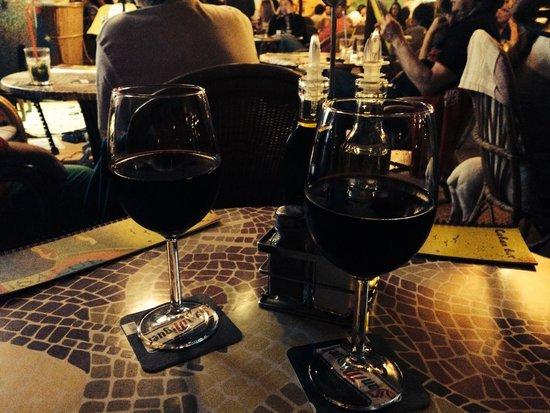 Cuban Bar: Vinito tinto